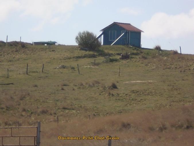 La maison bleue en haut de la colline