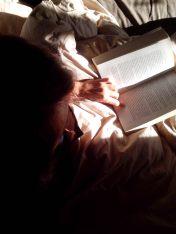 Lecture dans la lumière